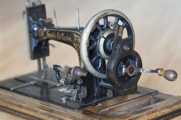 sewing-machine-1252376_1920
